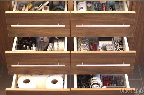 Organized bathroom drawers