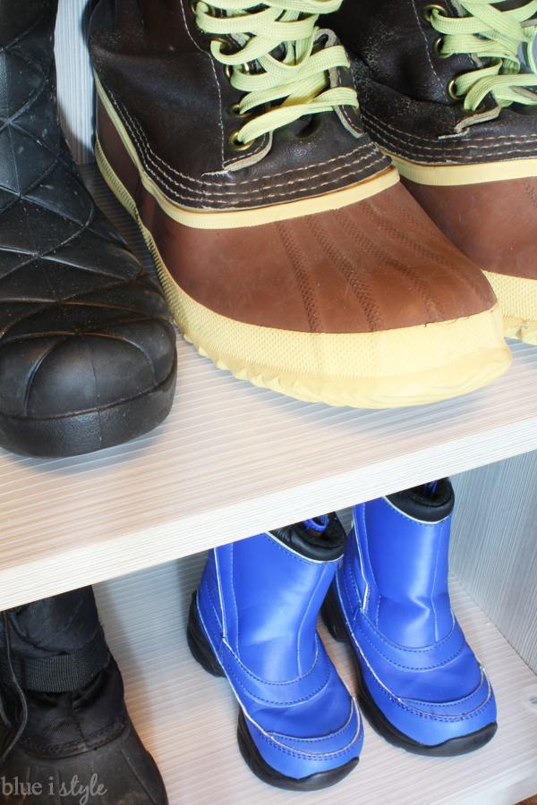 Line snow boot shelves