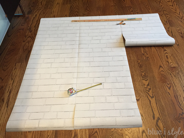 Cutting wallpaper panels