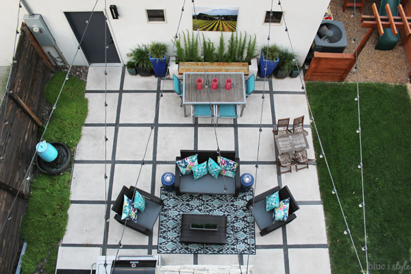 Small urban backyard outdoor living room
