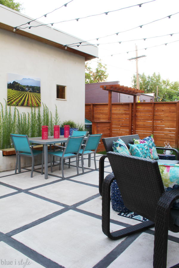 Outdoor living room and dining room