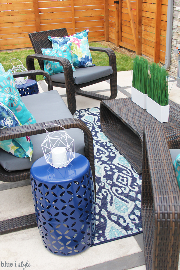 Outdoor living room couch rug