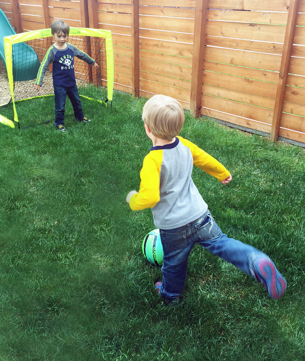 Pop up soccer goals for backyard play